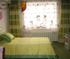 Хорошим выбором могут стать шторы для детской спальни на завязках с весёлыми бантиками,