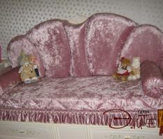 С окантовкой или оборками, кружевом или каймой по краям подушки придадут комнате романтичный вид.