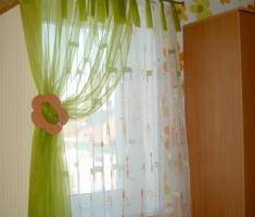 Энергия и  взрыв эмоций в совмещении зоо-орнамента и цветов— это летнее настроение в комнате Вашего ребенка..