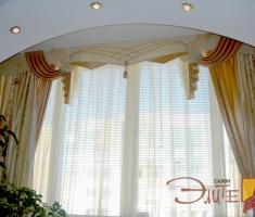 Торжественный ламбрекен в классическом стиле.