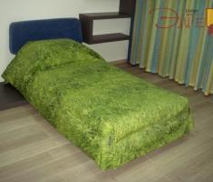 Оригинальное решение-покрывало с травяным принтом.